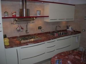 Cucina in Red Marinace